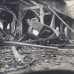 Automobile militaire retournée par le bombardement du 15 juin 1940. Son chauffeur est mort sur le coup